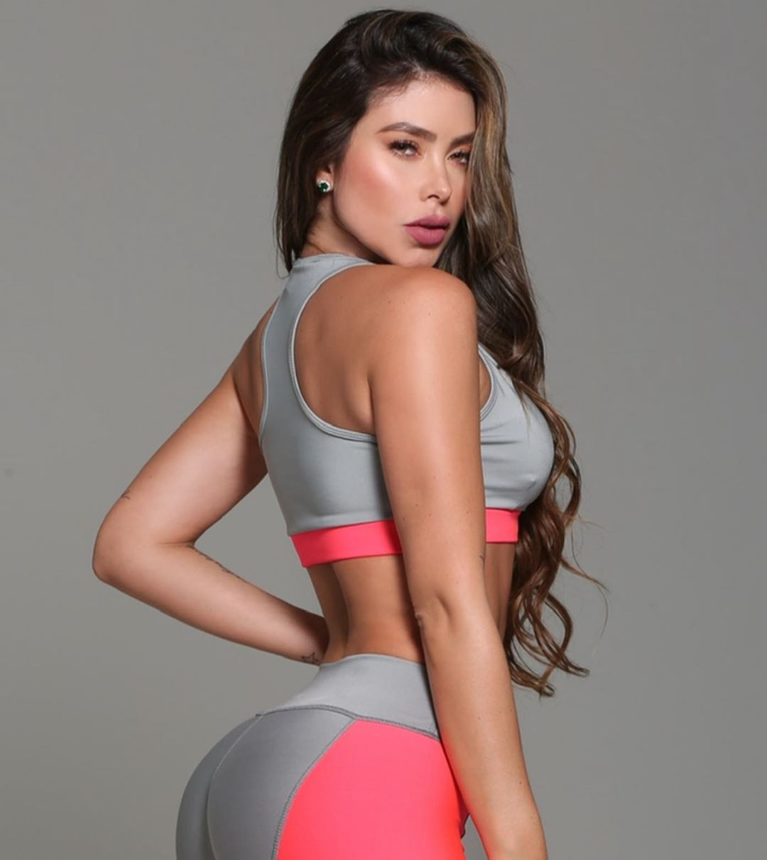 Paola-Canas-Wallpapers-Insta-Fit-Bio-14
