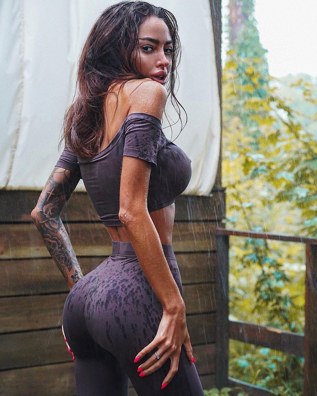Alena-Omovych-Wallpapers-Insta-Fit-Bio-3