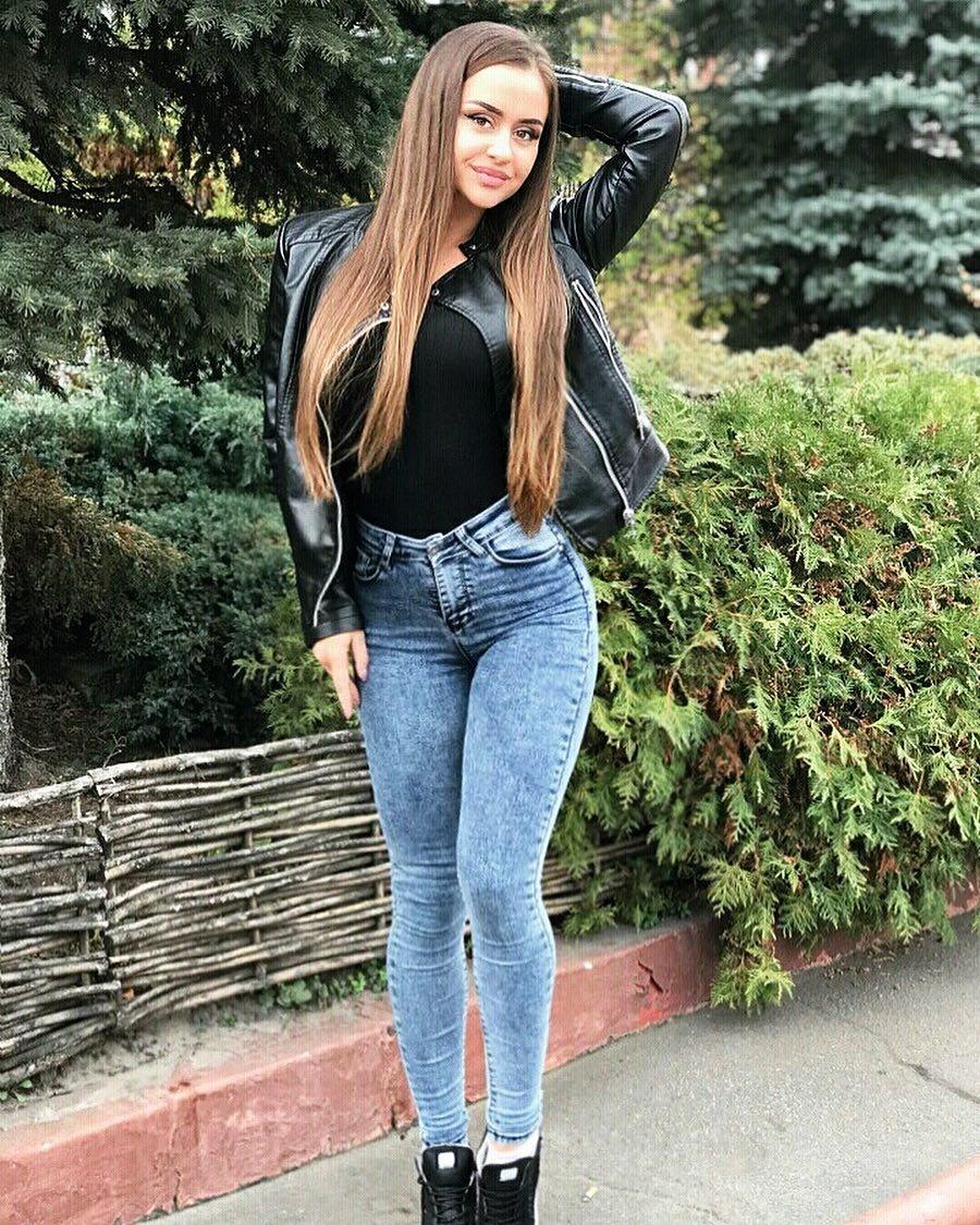 Ruslanka-Samoylenko-Wallpapers-Insta-Fit-Bio-4