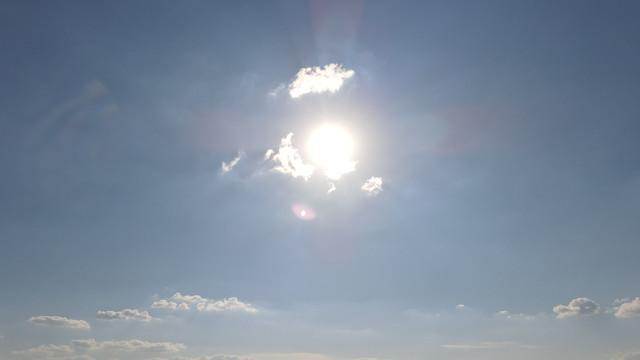 PGYTech ND16 filter Mavic Air 2 - Facing the sun, lens flare test.jpg