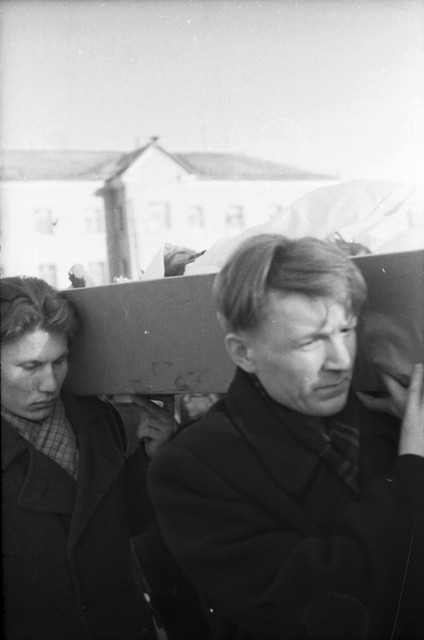 Dyatlov pass funerals 9 march 1959 22.jpg