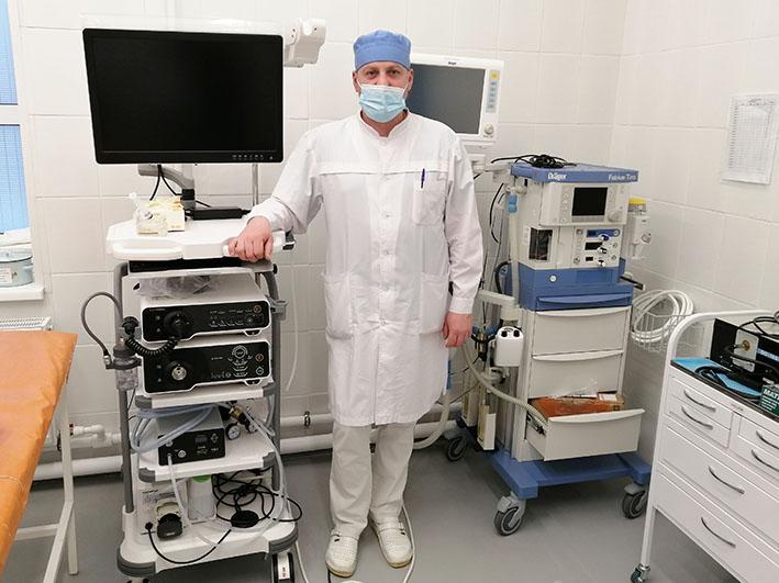 Наркозный дыхательный аппарат и видеостойка для обслуживания эндоскопов
