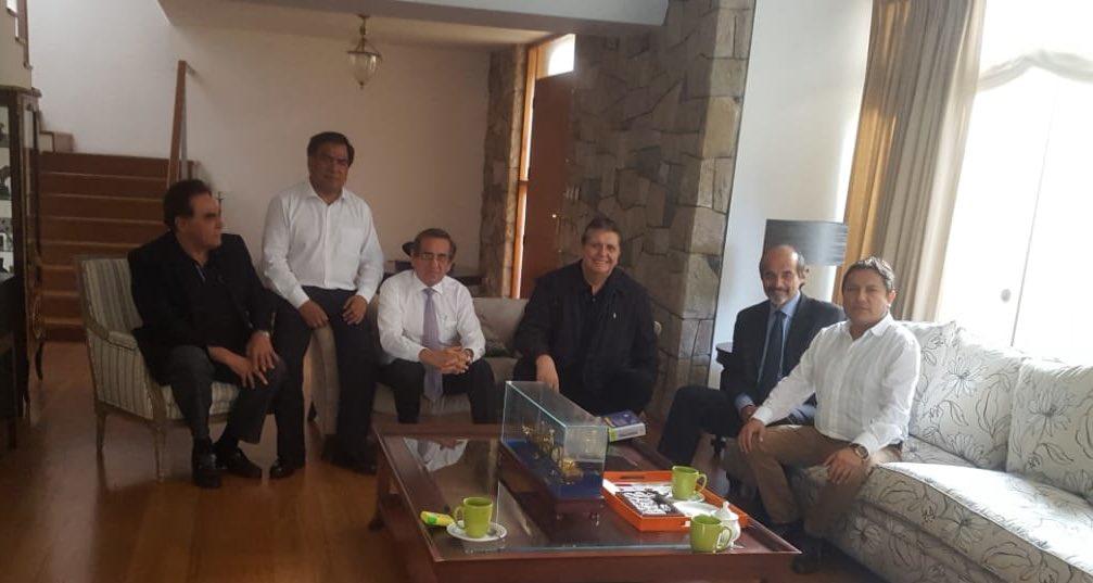 Alan García se reunió en su vivienda con integrantes del Partido Aprista