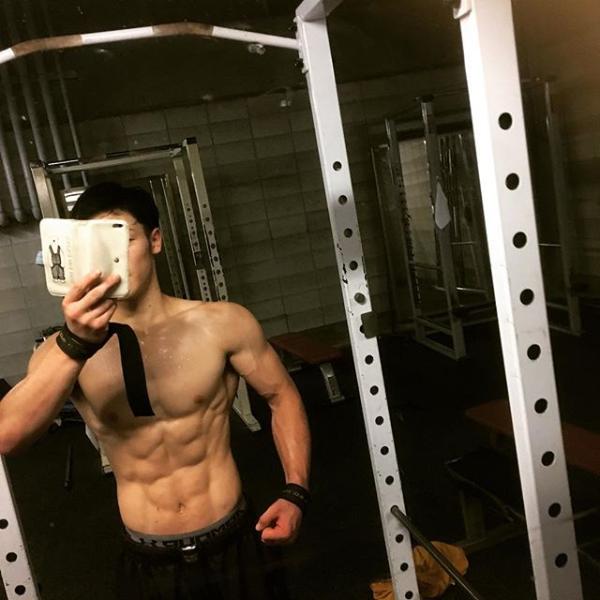 Ryota anh chàng 8 múi dễ thương Hàn Quốc