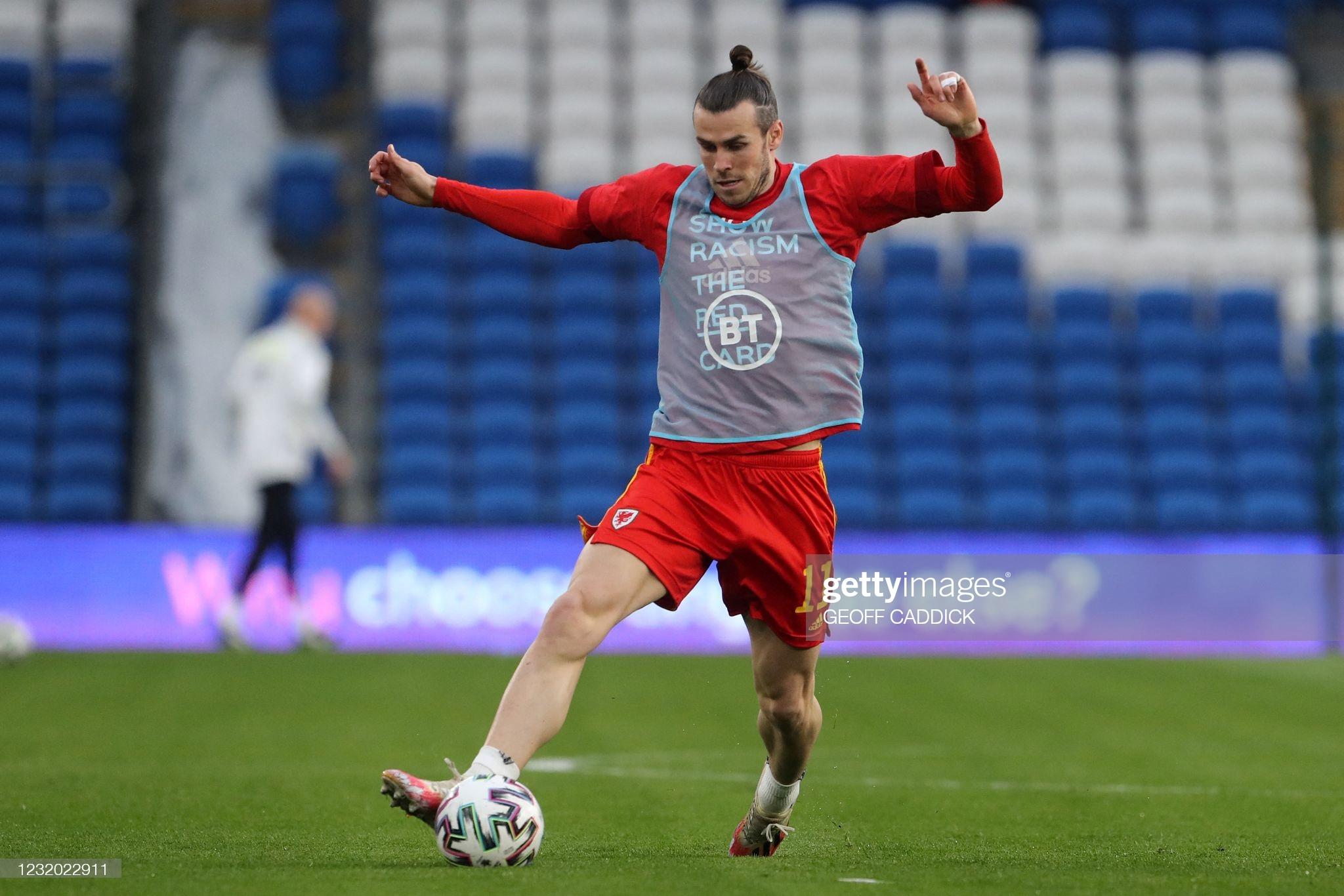 [Image: Wales-midfielder-Gareth-Bale-warms-up-ah...otball.jpg]