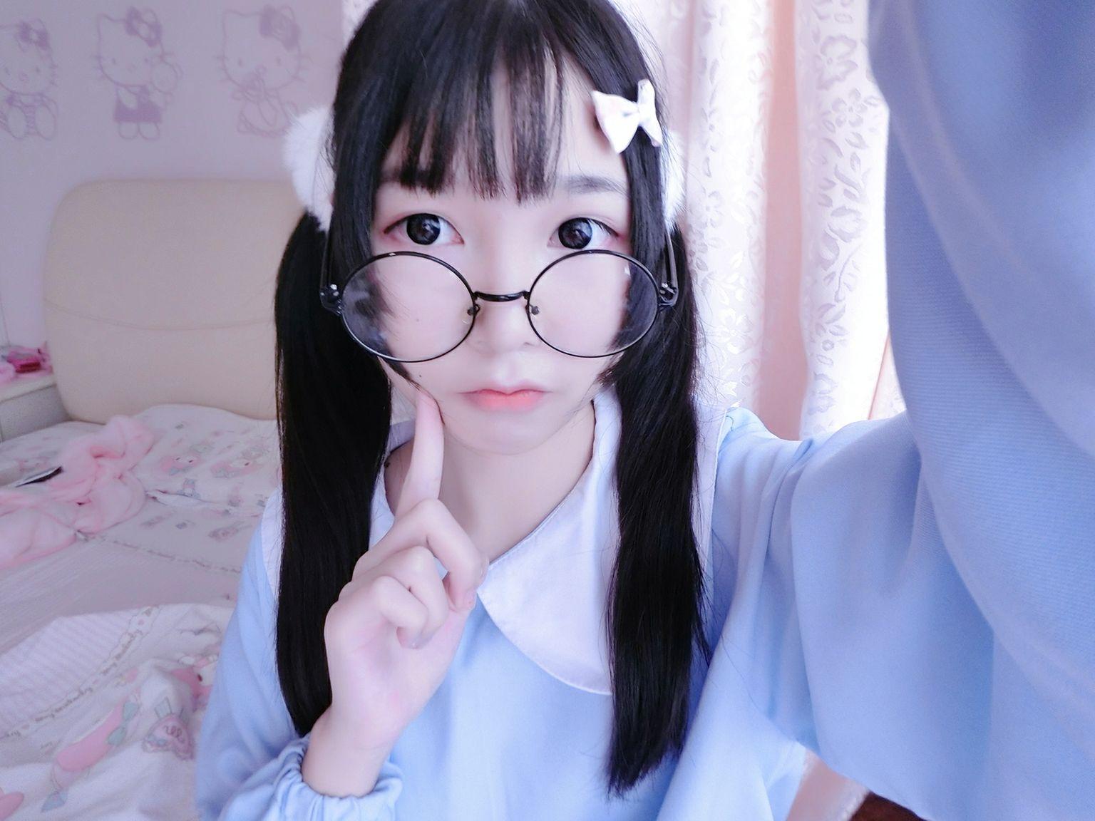 幼稚园童装 双马尾眼镜