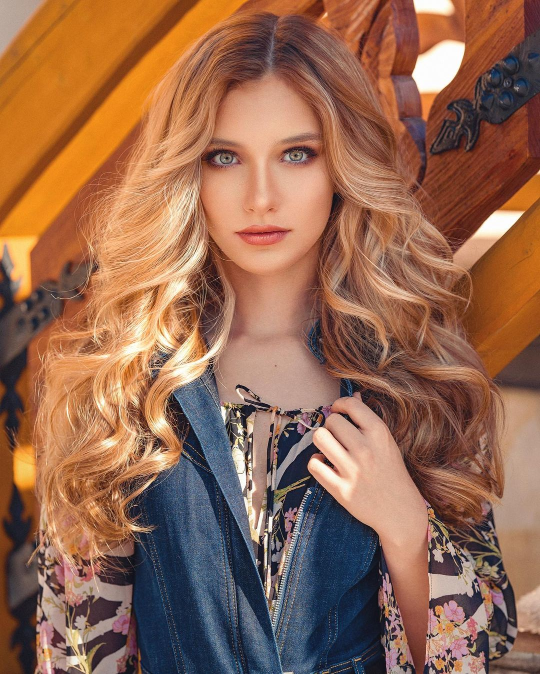 Alexandra-Lenarchyk-Wallpapers-Insta-Fit-Bio-17