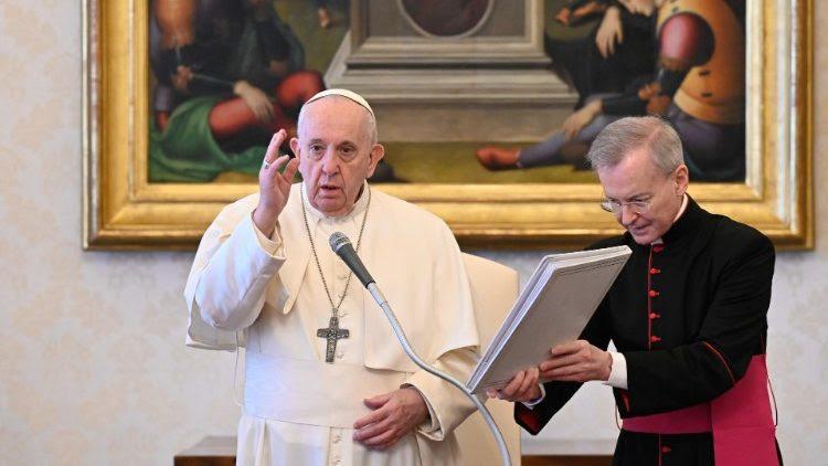 """El Papa en la catequesis: (Vìdeo) """"la oración es diálogo con Dios» y es la más segura"""