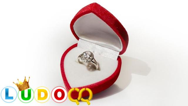 Tips Memilih Cincin Tunangan yang Cocok untuk Pasangan