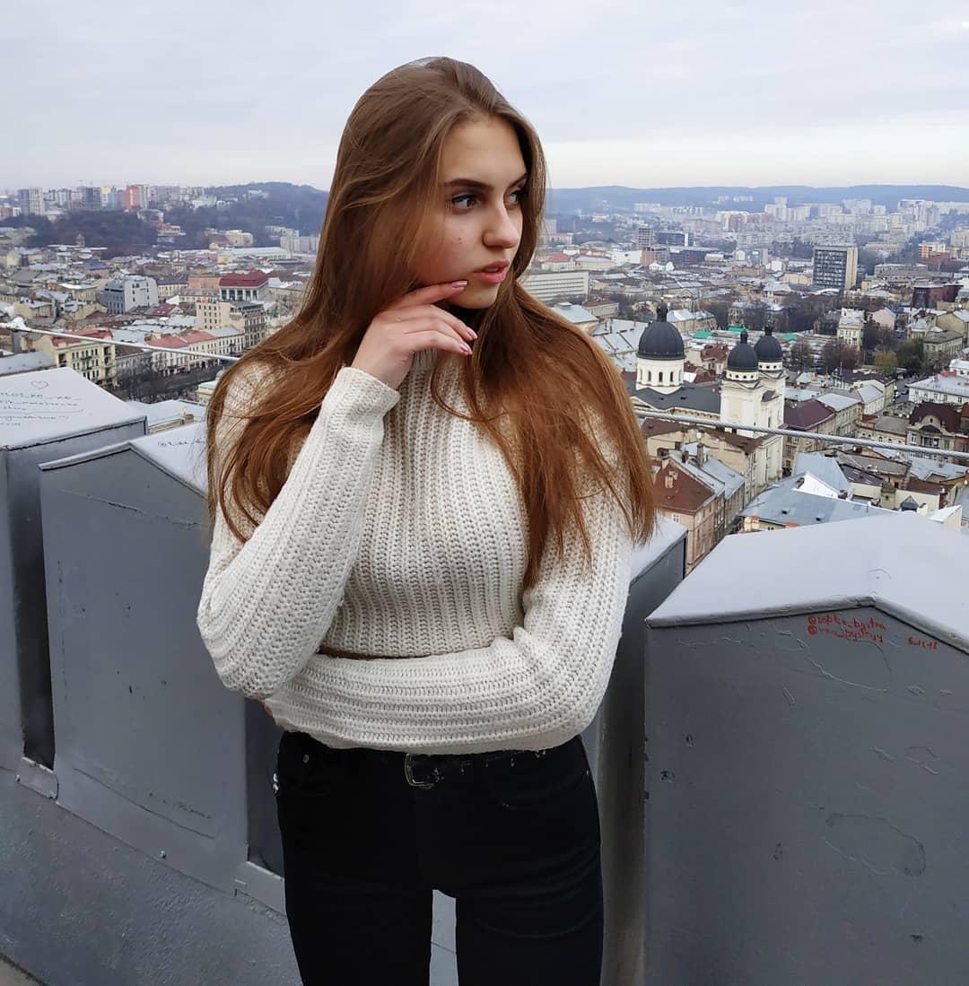 Katya-Melnyk-Wallpapers-Insta-Biography-10