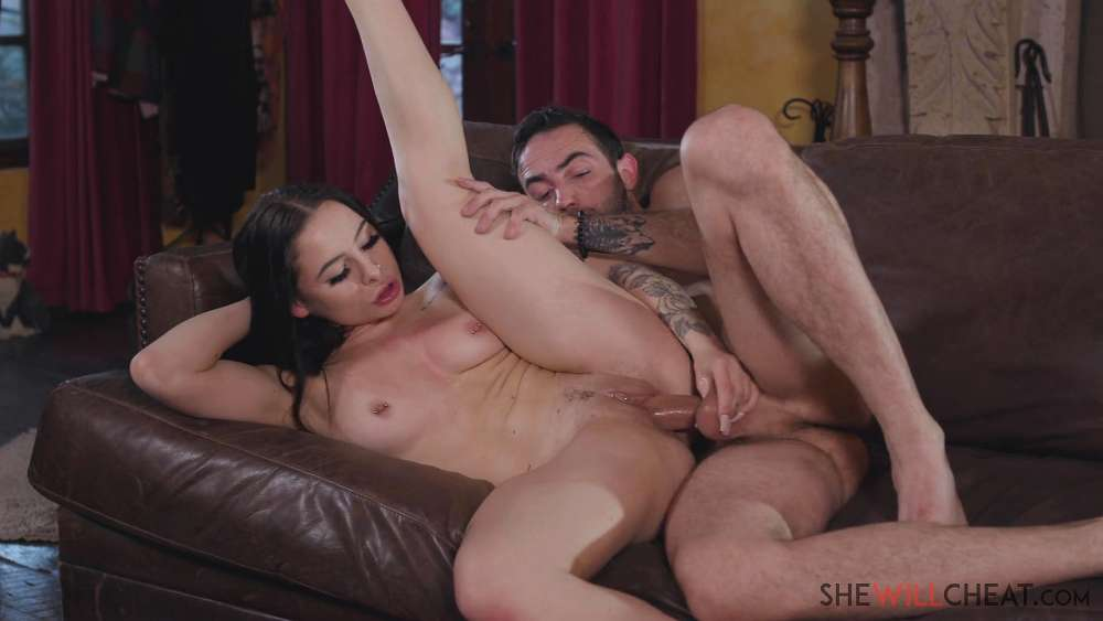 Mia Moore – Mia Moore Gets Revenge On Her Cheating Husband By Fucking His Assistant – She Will Cheat
