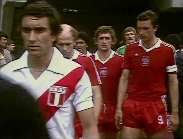 1982-06-22-WC-Peru-vs-Polonia-576p-H2-mkv-snapshot-00-02-06-2020-05-12-18-47-10