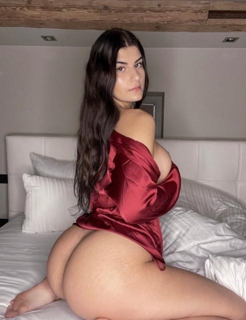 Nicole-Dobrikov-thotseek-com-HTZDz1rs