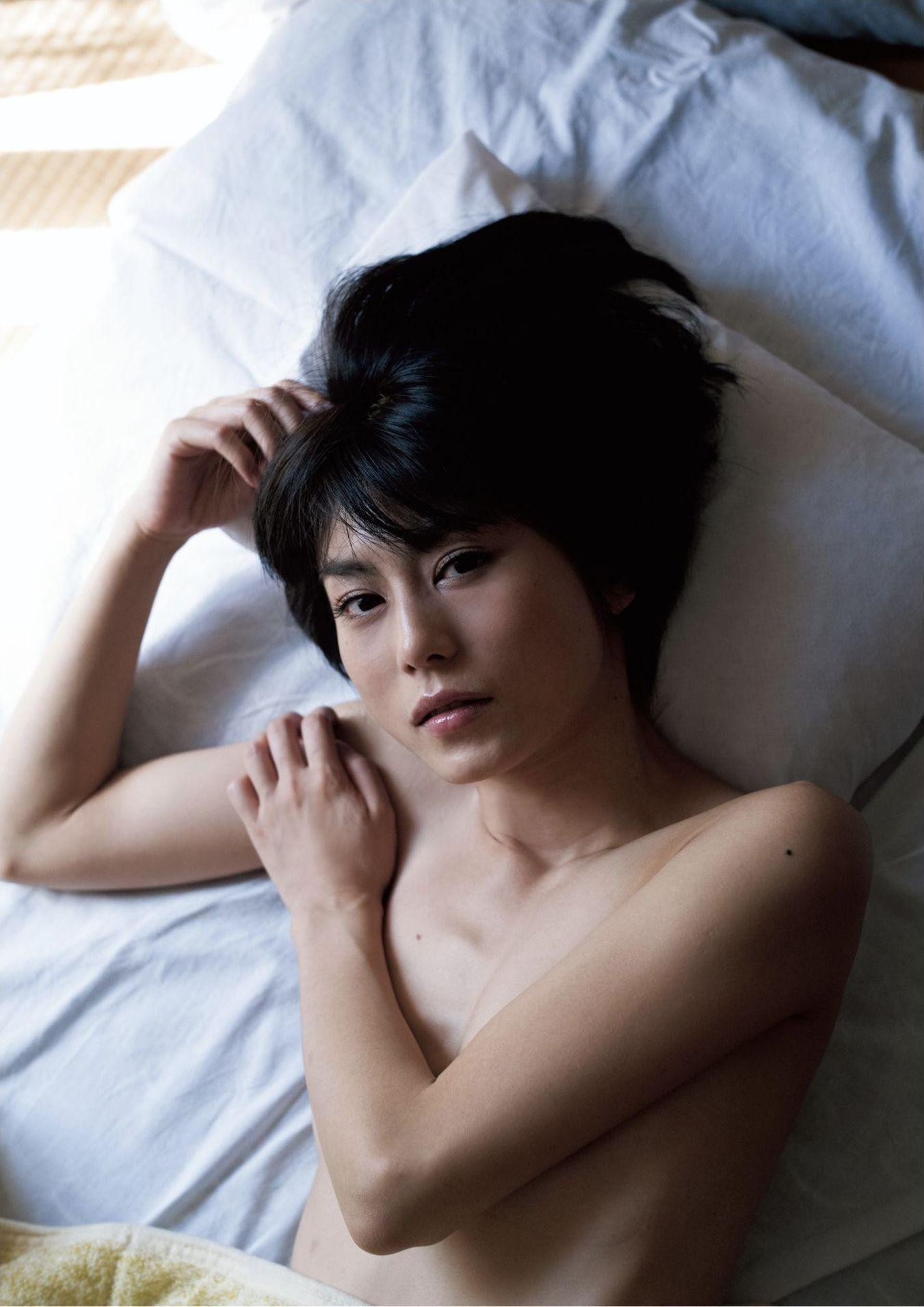 芳野友美ファースト写真集『或る女』009