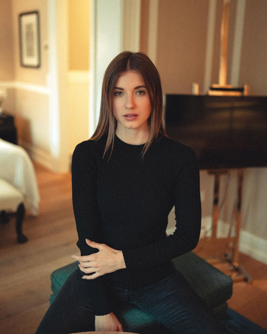 Julia-Nikola-Gauly-Wallpapers-Insta-Fit-Bio-2