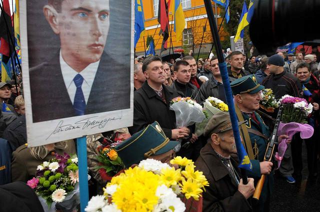 https://i.ibb.co/HV3Bt0V/1280px-2012-UPA-March-in-Kiev-6.jpg