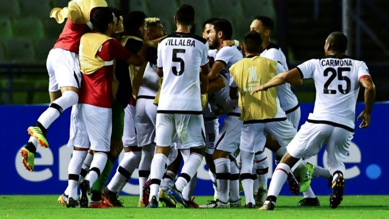 Melgar sorprende al Caracas y se mete en la fase de grupos de la Libertadores