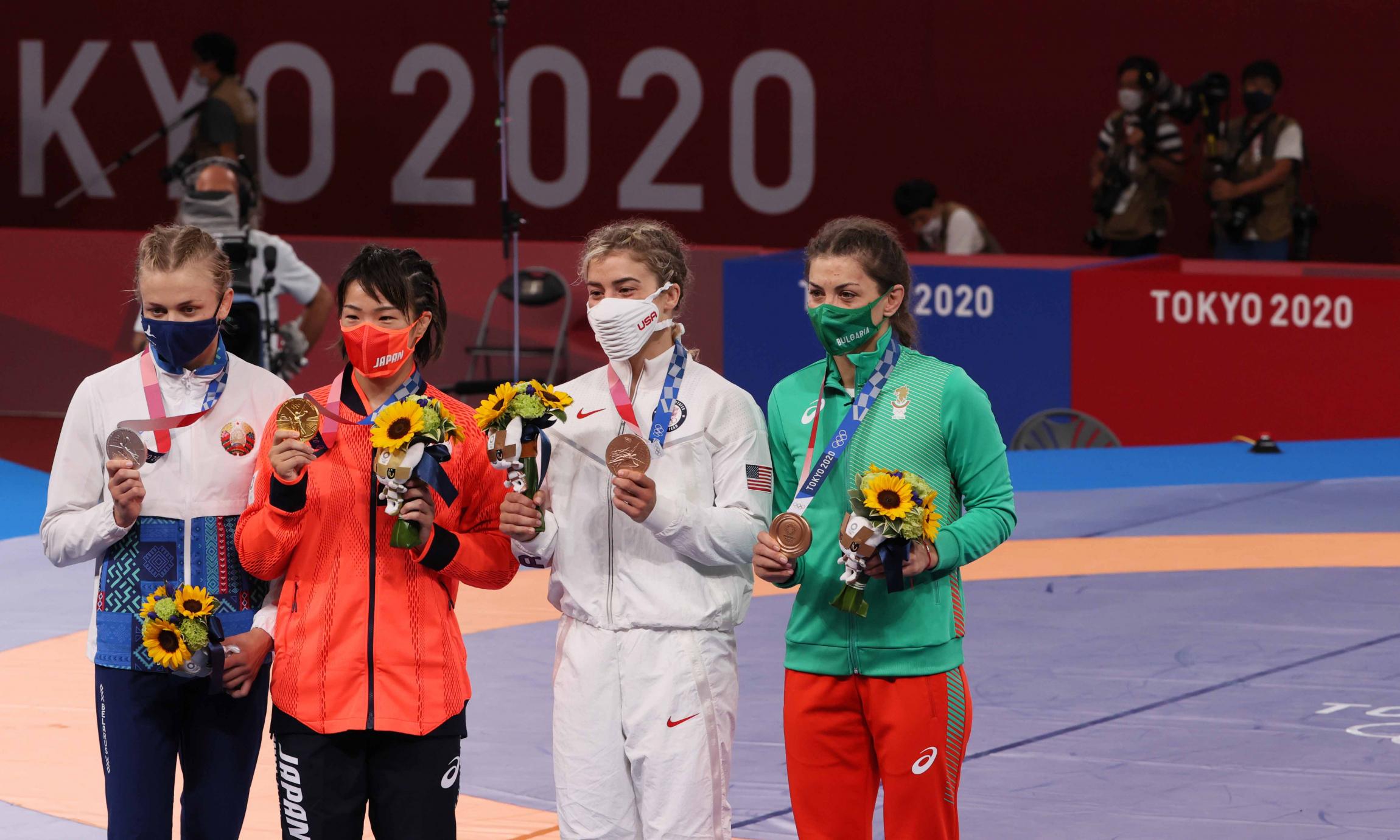 18a-eva-nikolova-medal1.jpg