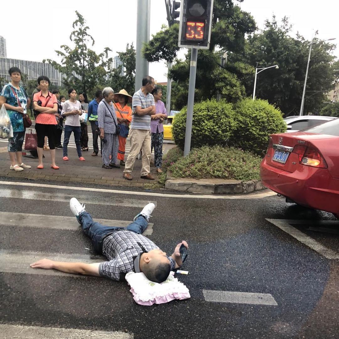This-Foreigner-Captures-All-of-the-Weird-Stuff-He-Stumbles-Upon-in-China-and-it-s-Hilarious-6