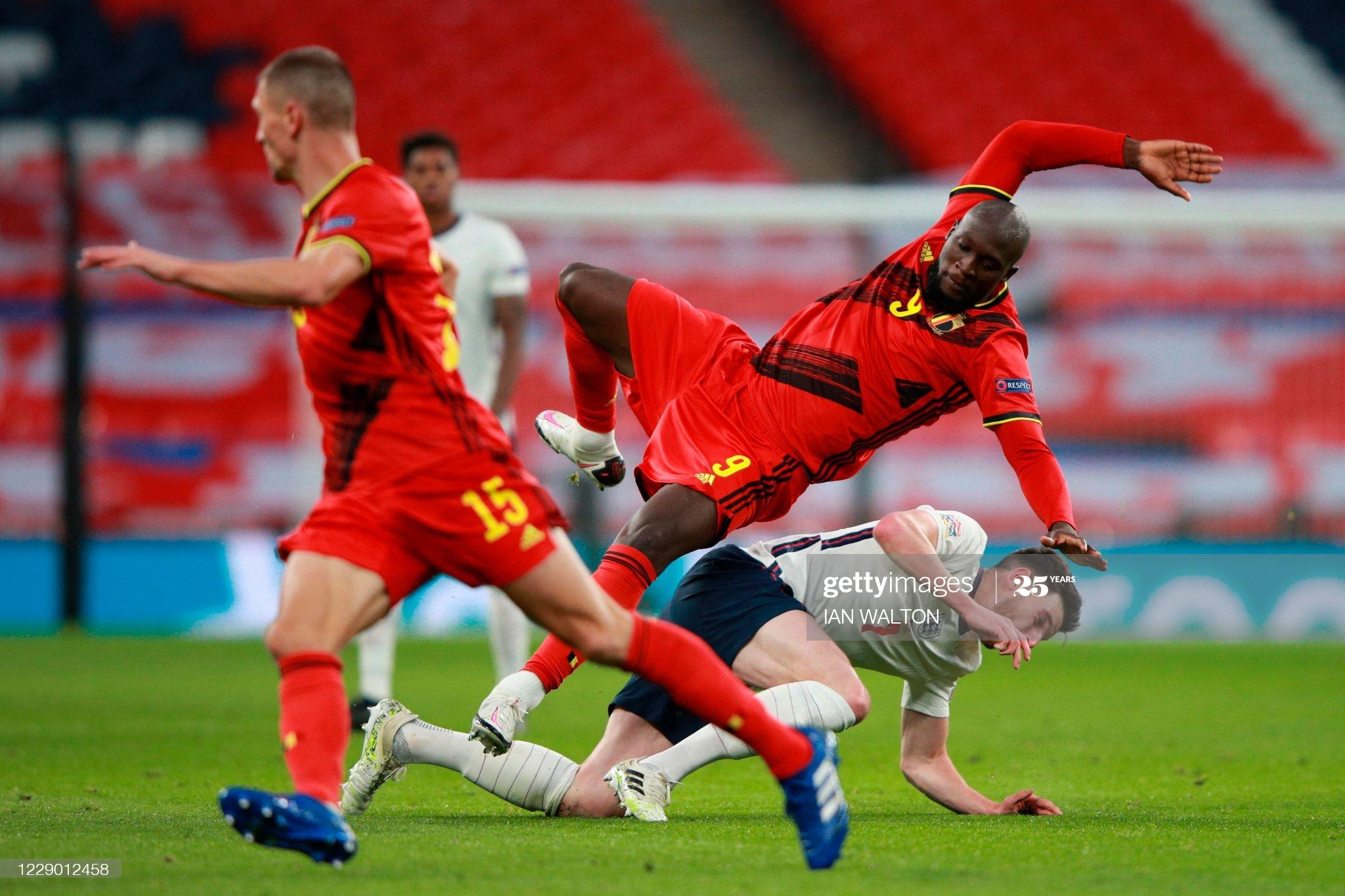 [Image: England-s-defender-Declan-Rice-R-tackles...ns-Lea.jpg]