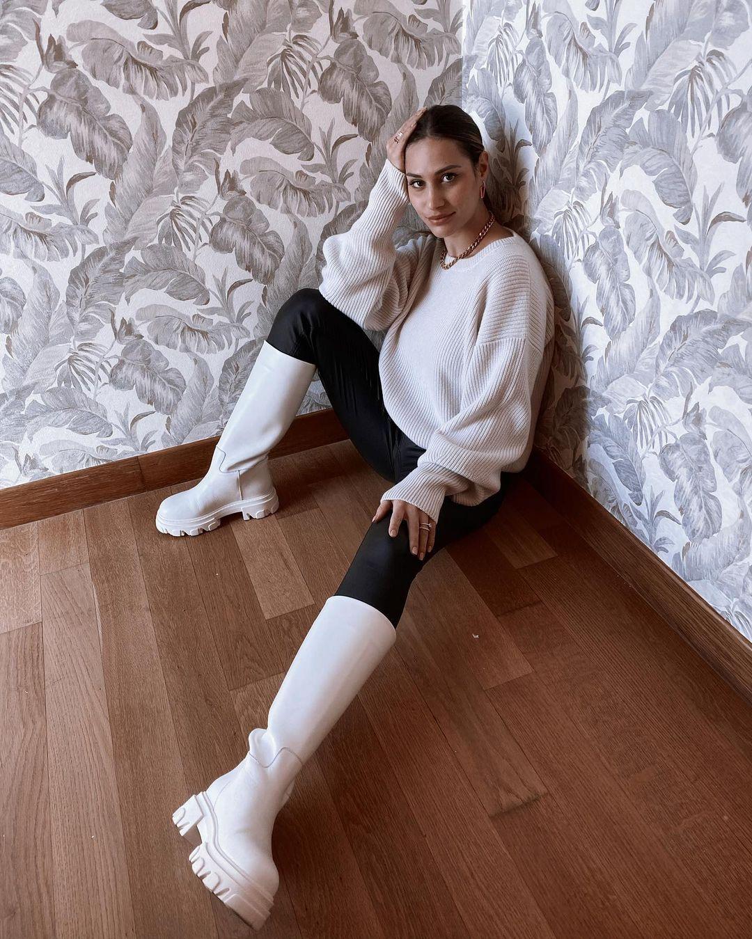 Beatrice-Valli-Wallpapers-Insta-Fit-Bio-4