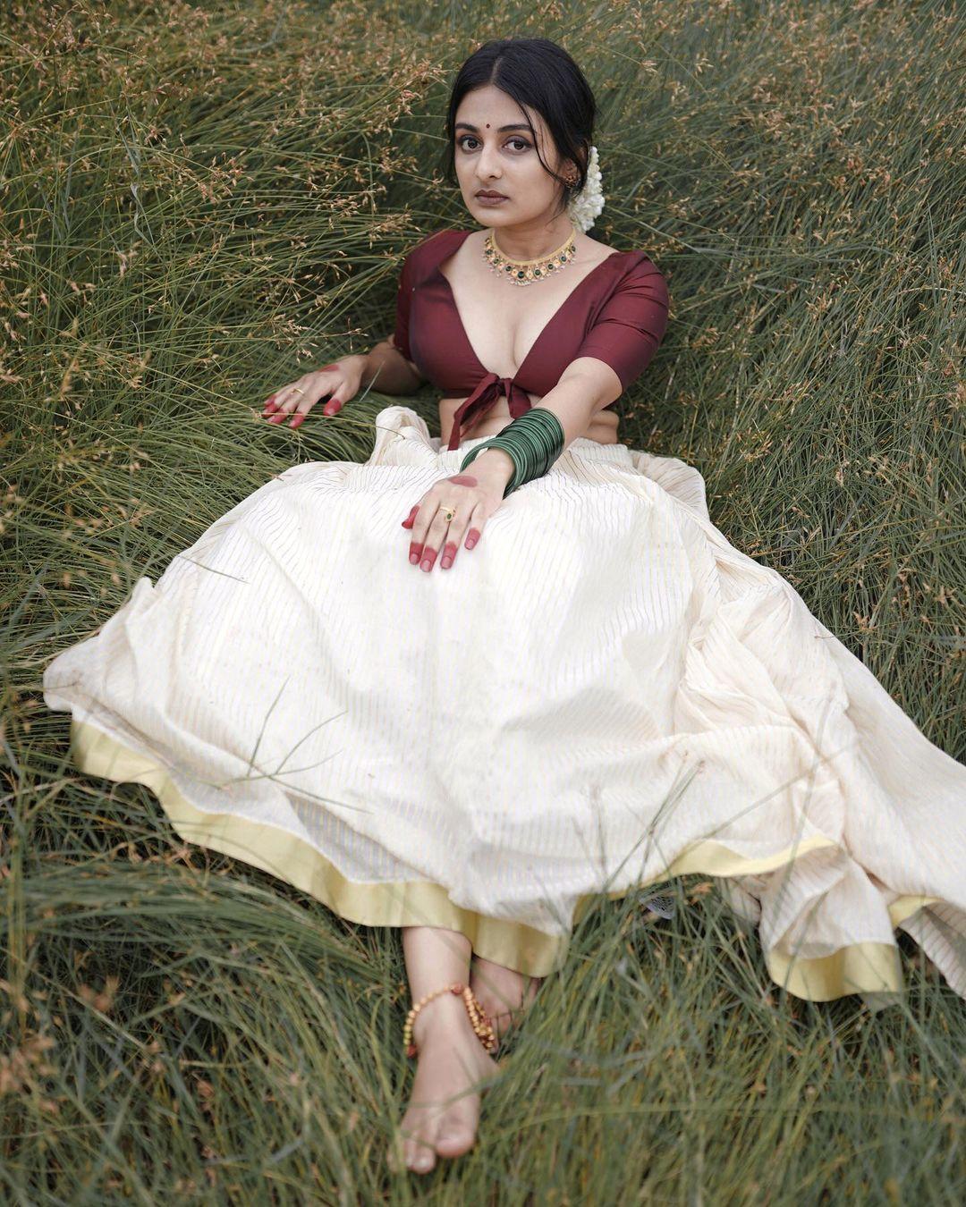 Esther-Anil-Sexy-Photoshoot-2