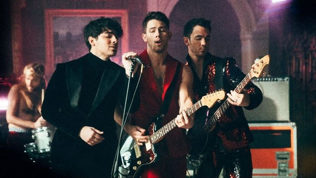 Jonas-Brothers-Sucker-Pop-Mais-1
