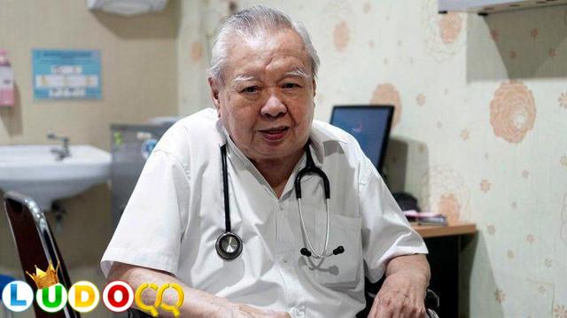 Dokter Lo Siauw  Pasien Miskin Tak Dipungut Biaya,