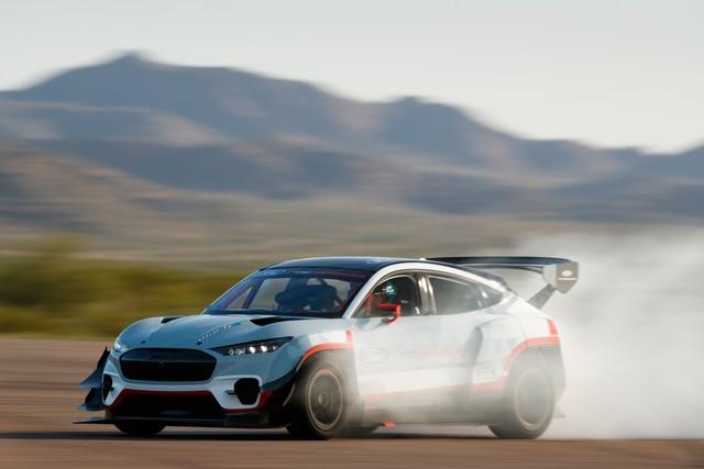 Ford Performance et RTR dévoilent un prototype 100% électrique, la Mustang Mach-E 1400, pour un nouvel art du drift Mach-E-1400-APG-selects-13