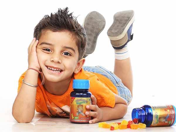 Compléments alimentaires pour enfants : avantages et risques