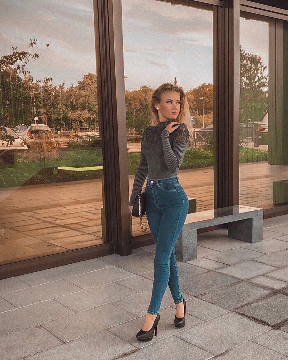 Angelina-Konsta-Wallpapers-Insta-Fit-Bio-3