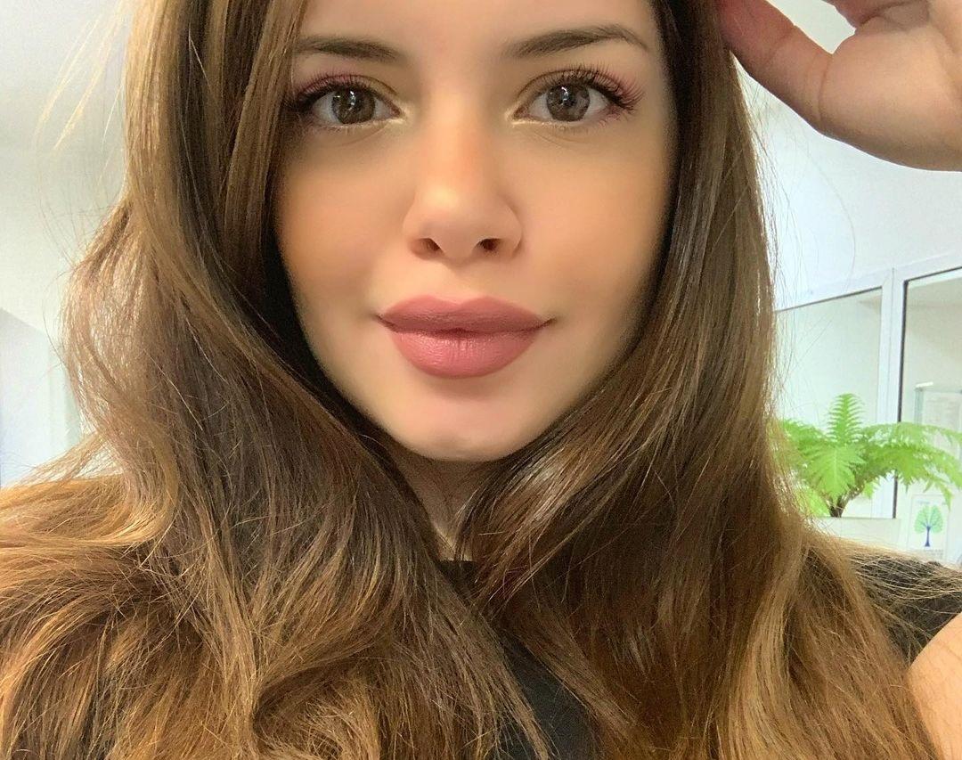 Paulina-Buenavida-Wallpapers-Insta-Fit-Bio-11