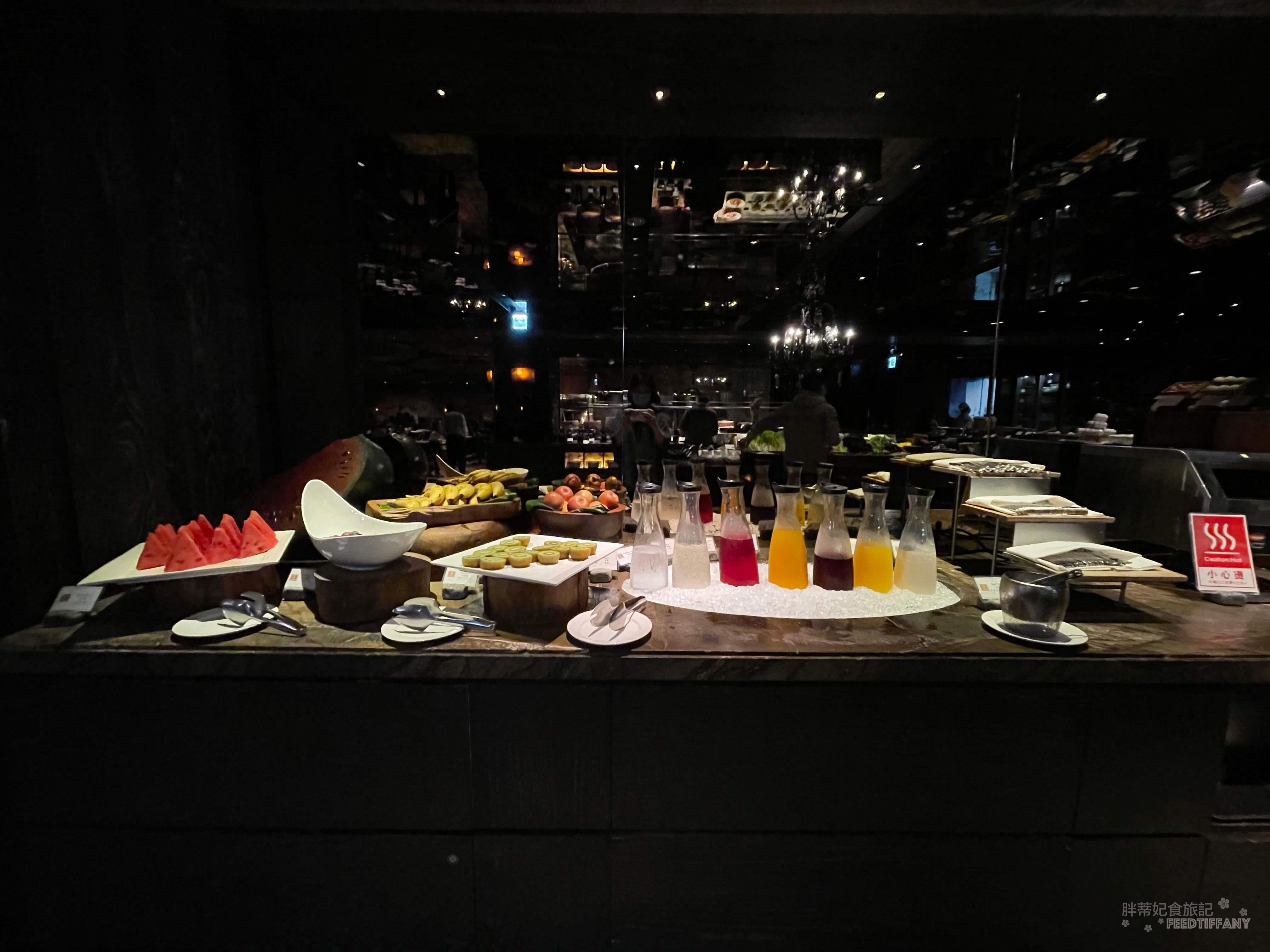 台北君品酒店 連果汁顏色都好繽紛的飲料區 &水果區
