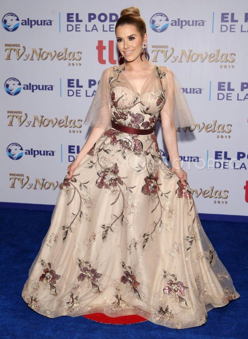 Najlepša haljina crvenog tepiha - Page 38 3-Yuliana-Peniche
