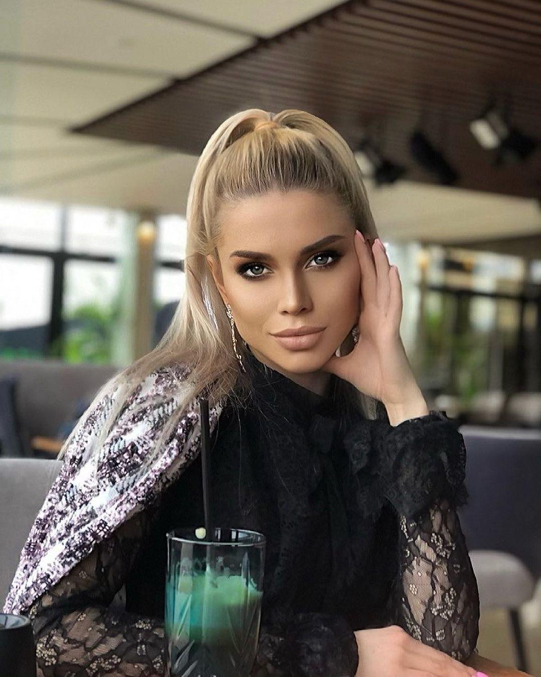 Anastasiya-Timonina-Wallpapers-Insta-Fit-Bio-11