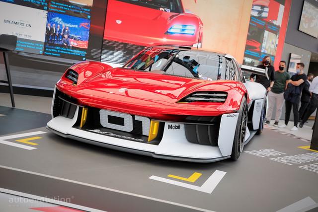 2021 - [Porsche] Mission R - Page 2 CA5-C5-F32-9318-4-BF3-83-E5-690-D5-CD41042