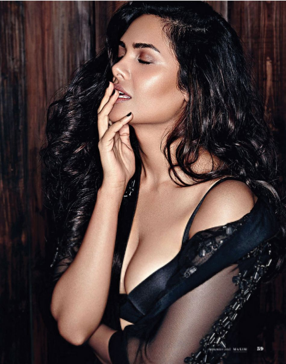 [Image: Esha-Gupta-hot-Photoshoot-maxima.jpg]
