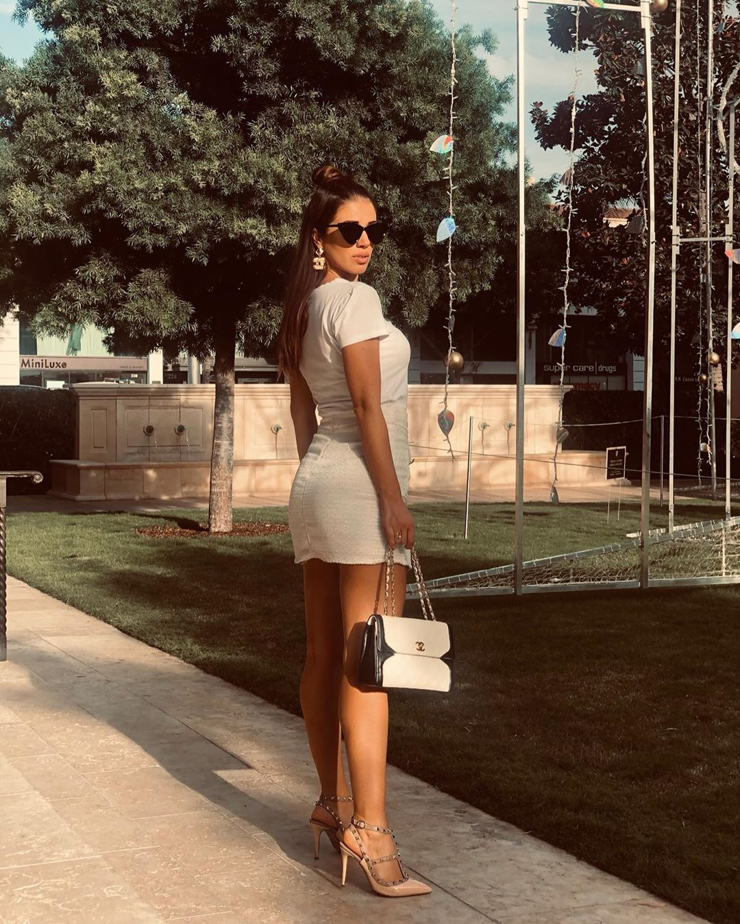 Eleonora-Boi-Wallpapers-Insta-Fit-Bio-19