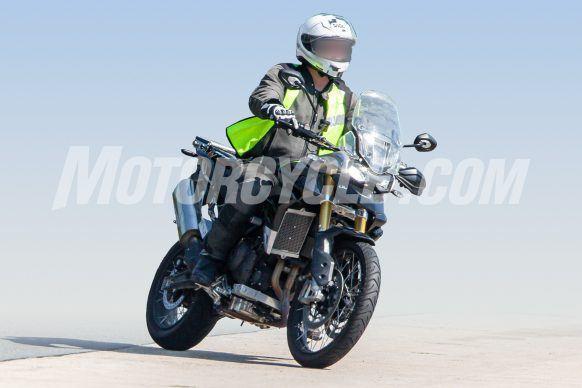 080619-Triumph-Tiger-1000-Spy-Shots-Triumph-Tiger-1000-002-582x388
