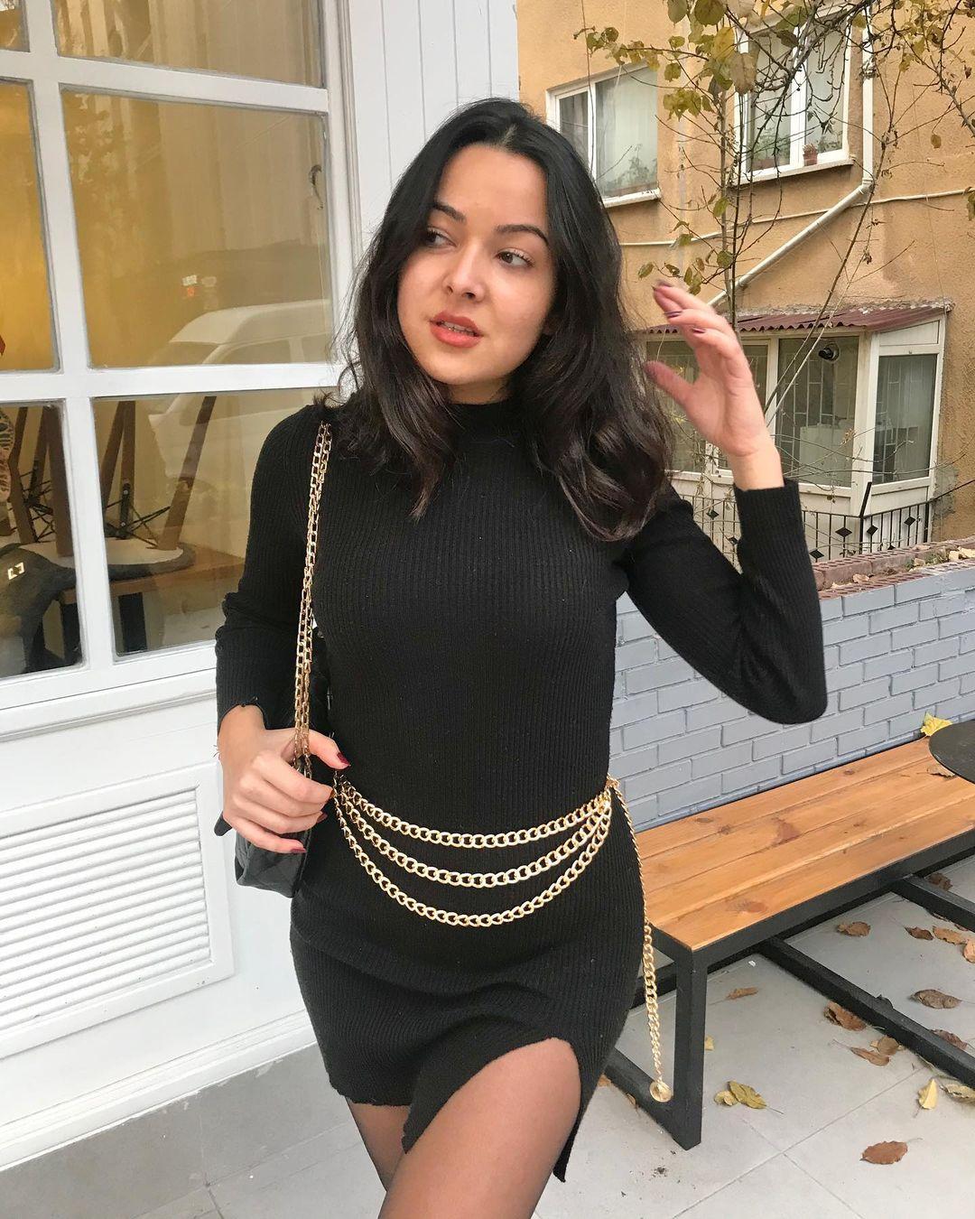 Ileyna-Savuk-Wallpapers-Insta-Fit-Bio-6