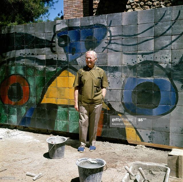 SAINT-PAUL-DE-VENCE-FRANCE-JULY-18-The-painter-engraver-sculptor-and-ceramic-artist-Joan-Miro-in-fro.jpg