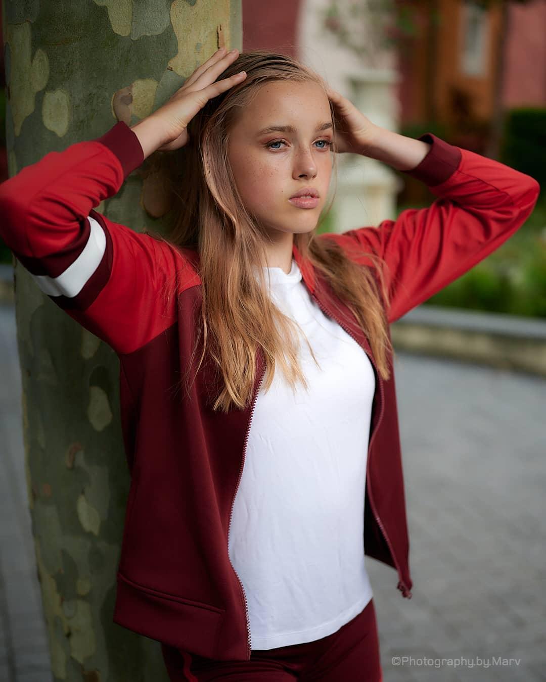Emiliacheergirl-Wallpapers-Insta-Fit-Bio-Emilia-Danielle-Wallpapers-Insta-Fit-Bio-11