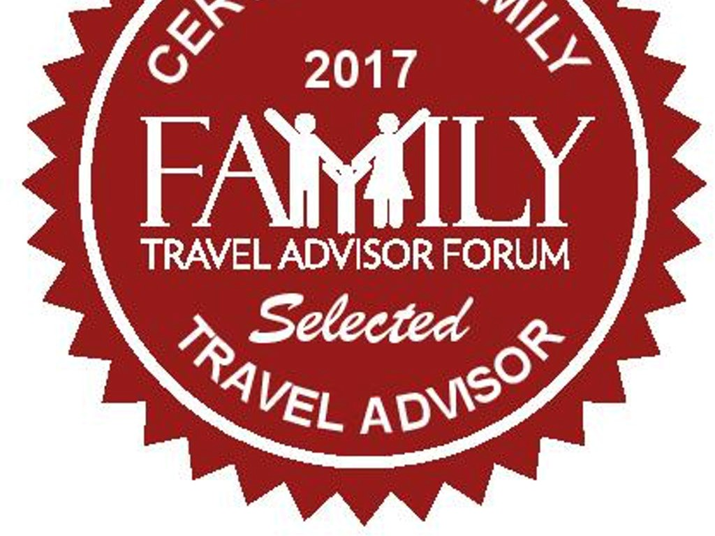 family travel blogger