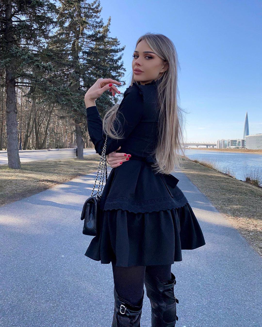 Lika-Andreeva-Wallpapers-Insta-Fit-Bio-4