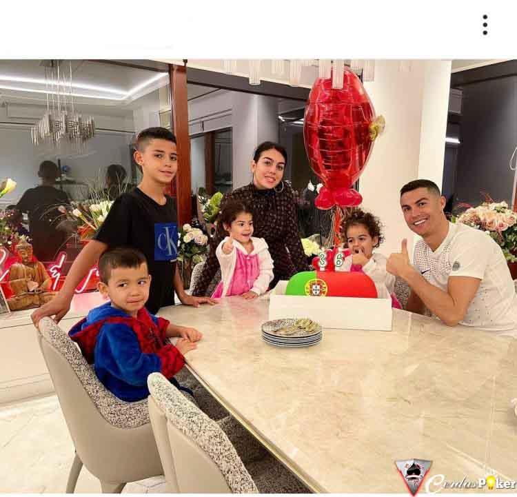 Setahun, Cristiano Ronaldo Mendulang Rp 6,2 Triliun dari Instagram