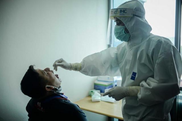 [Image: jurnalis-melakukan-tes-usap-polymerase-c...48-815.jpg]