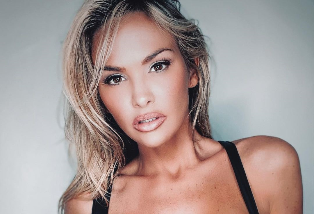 Jade-Amber-Wallpapers-Insta-Fit-Bio-10