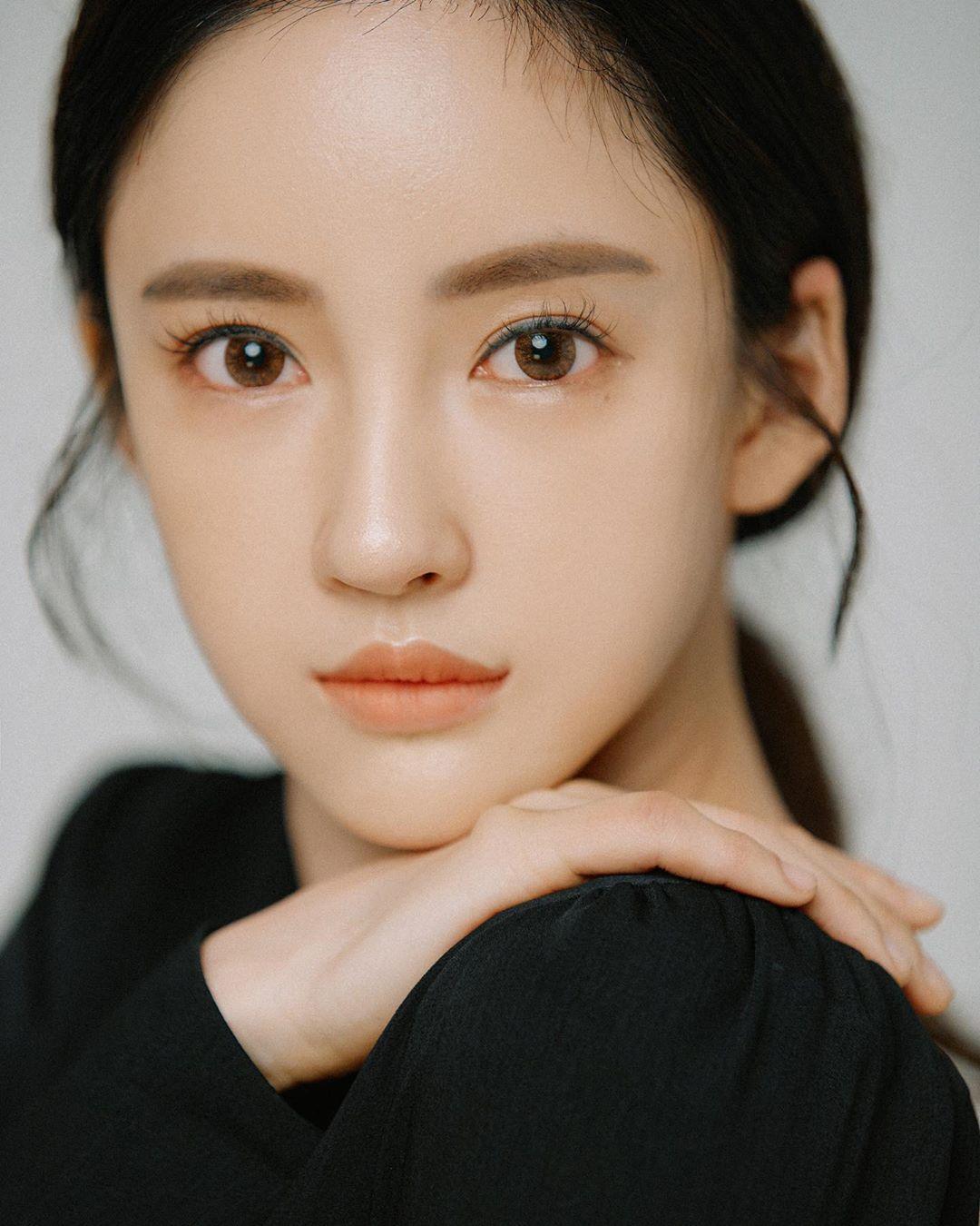 Seojin-Ban-Wallpapers-Insta-Fit-Bio-5