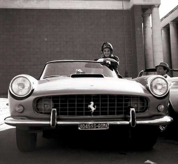 Audrey-Hepburn-Ferrari-250-PF-Cabriolet