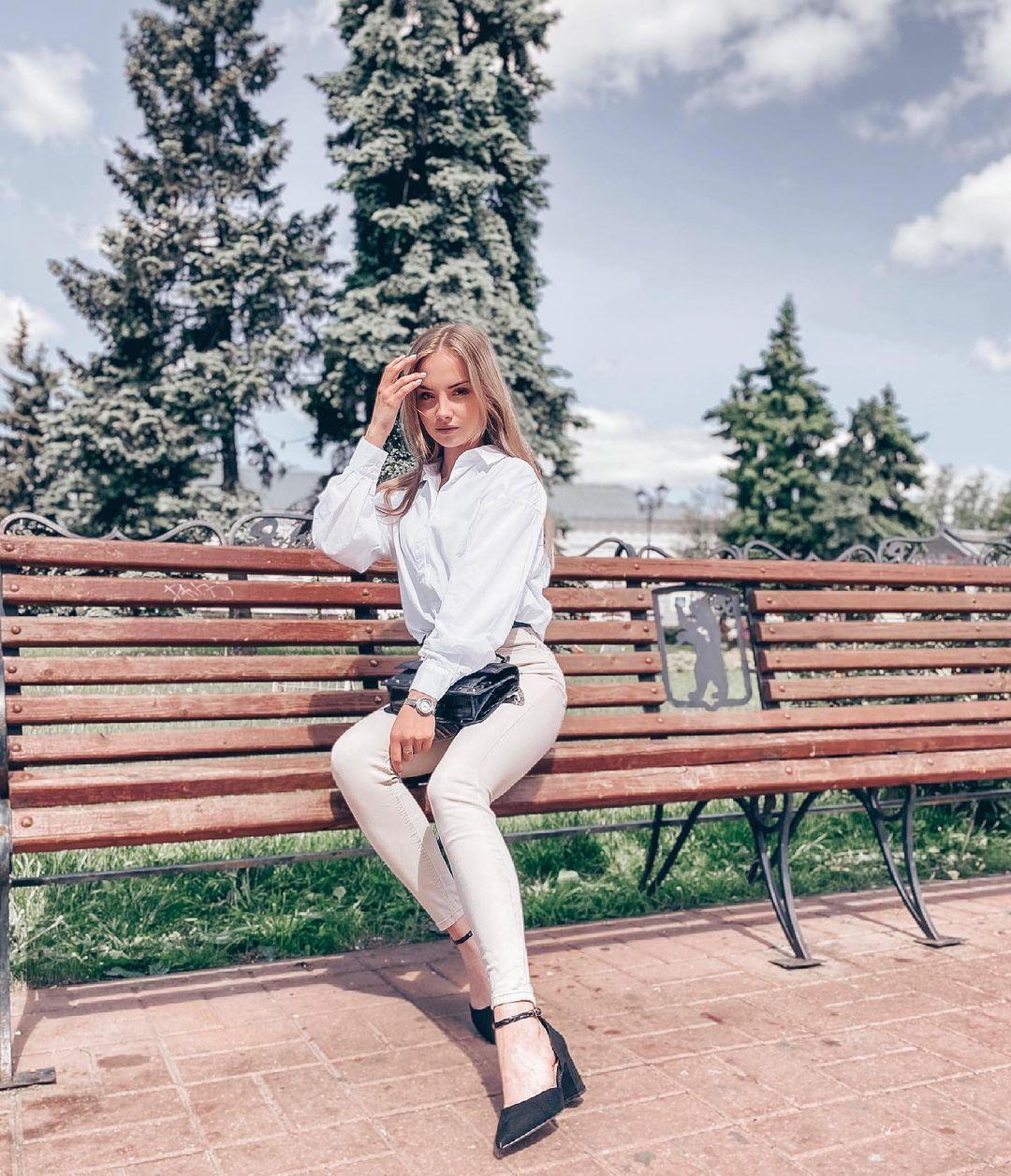 Anastasia-Fefilova-Wallpapers-Insta-Fit-Bio-1
